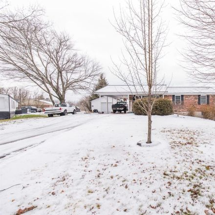 Rent this 3 bed house on Happy Top Rd in Clay City, KY