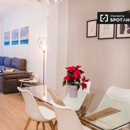 Rent this 3 bed apartment on Carrer de Fra Pere Vives in 46009 Valencia, Spain