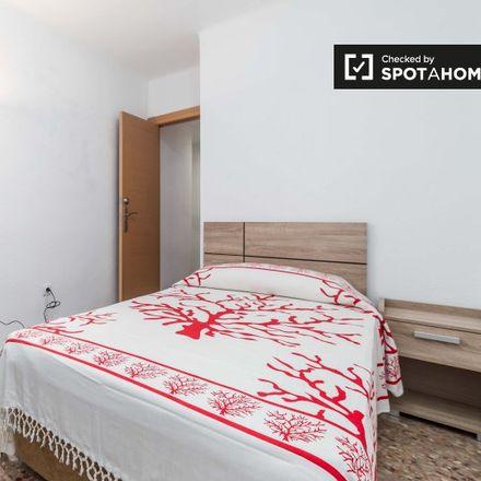Rent this 5 bed apartment on Colegio Pureza de Maria in Avinguda del Cid, 142