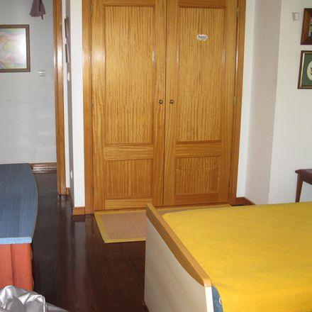 Rent this 3 bed room on Biomundo Pro. Biológicos in Rua Maria Brown 310B, 2785-504 São Domingos de Rana