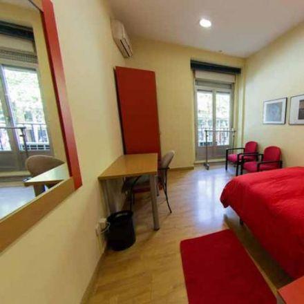 Rent this 7 bed room on Avenida de la Ciudad de Barcelona in 53, 28007 Madrid