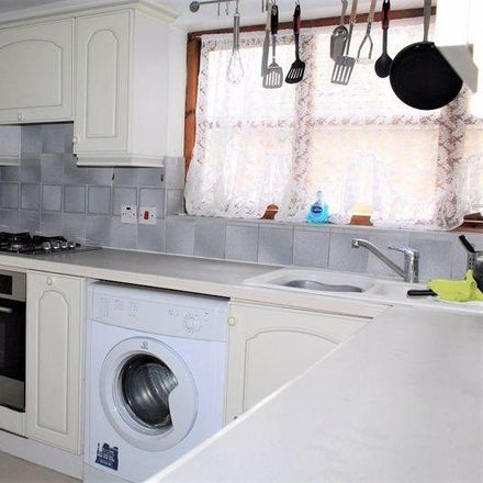 Rent this 3 bed apartment on Walford Road in London N16 8ED, United Kingdom