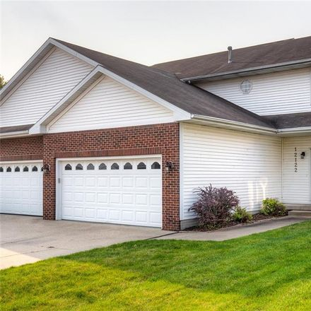 Rent this 4 bed apartment on 12122 Ridgeview Drive in Urbandale, IA 50323
