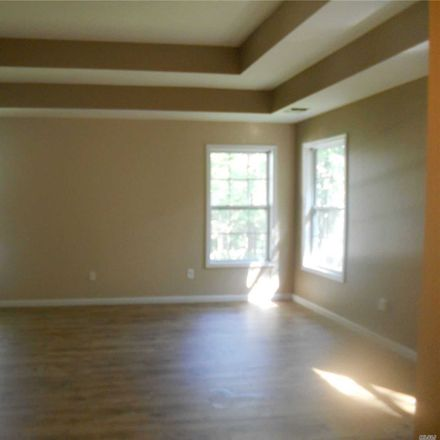 Rent this 5 bed house on Bloomingdale Rd in Levittown, NY
