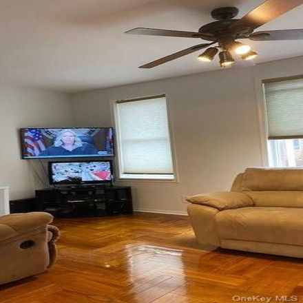 Rent this 3 bed house on 255 Calhoun Avenue in New York, NY 10465