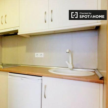 Rent this 0 bed apartment on ¿Y Ahora Qué? in Calle de Apodaca, 28004 Madrid