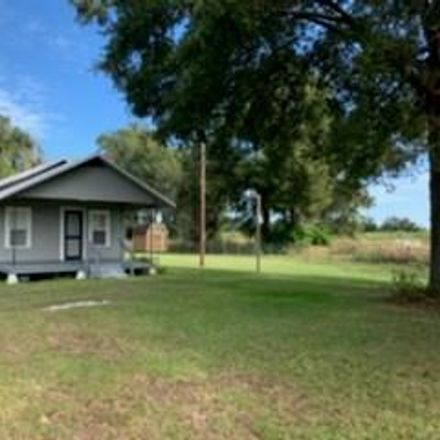Rent this 3 bed house on NE 30 Ave in Chiefland, FL