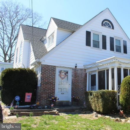 Rent this 3 bed house on 924 Alexander Ave in Drexel Hill, PA