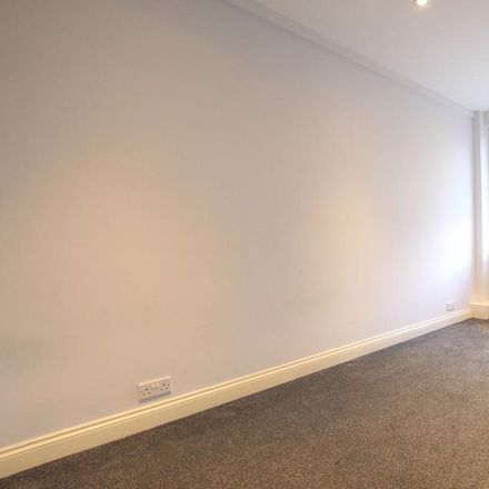 Rent this 1 bed apartment on Westbury Court in Balham Hill, London SW12 9DX