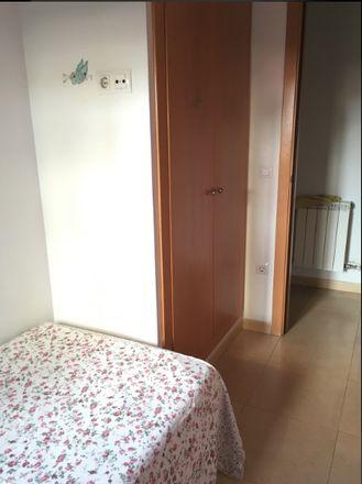Rent this 3 bed room on Carrer d'en Narcís Monturiol in 17005 Girona, España