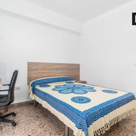 Rent this 5 bed room on Colegio Pureza de Maria in Avinguda del Cid, 142