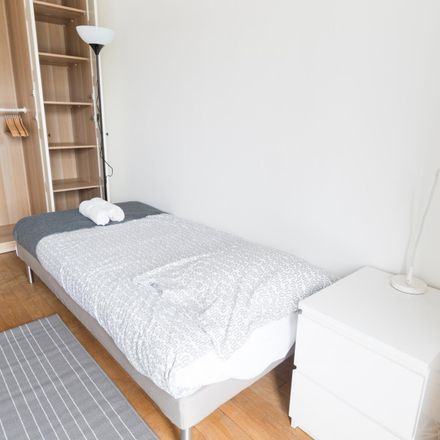 Rent this 3 bed room on 157 Avenue Daumesnil in 75012 Paris, France