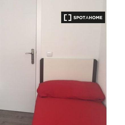 Rent this 4 bed apartment on Interbloque Aparcamiento in 28093 Getafe, Spain