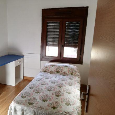 Rent this 2 bed room on CEIP Antonio González de Lama in Calle de Daoíz y Velarde, 24006 León