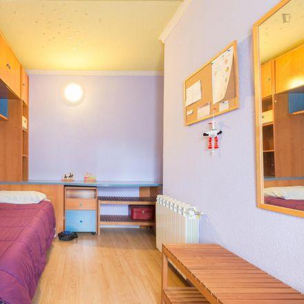 Rent this 4 bed room on Calle Río Manzanares in 1, 28803 Alcalá de Henares