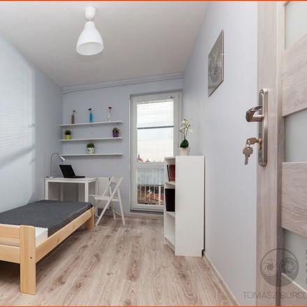 Rent this 5 bed room on Witolda Małcużyńskiego 5 in 02-793 Warsaw, Poland