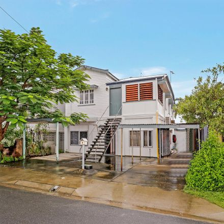 Rent this 12 bed house on 9 Lumley Street