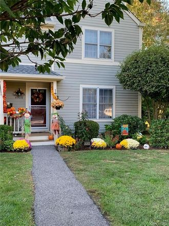 Rent this 2 bed condo on 4906 Applewood Circle in Town of Southeast, NY 10512