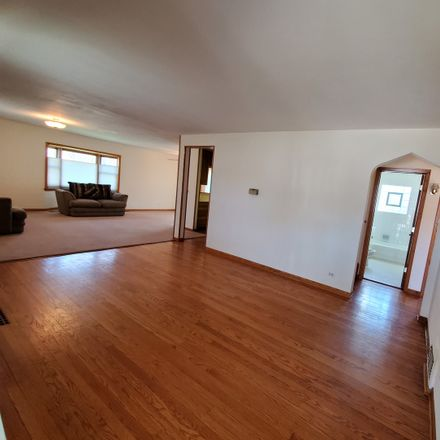 Rent this 3 bed house on 495 Seegers Road in Des Plaines, IL 60016