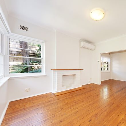 Rent this 2 bed apartment on 1/42 Pine Street East