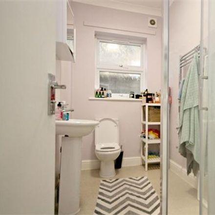 Rent this 2 bed apartment on Cricklewood Lane in London NW2 1HJ, United Kingdom