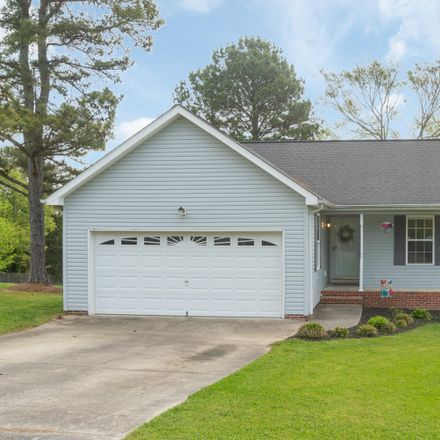 Rent this 3 bed house on Elm Dr in Ringgold, GA