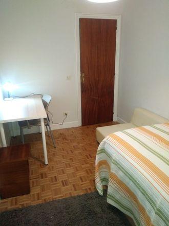 Rent this 4 bed room on Isabel II.aren hiribidea in 17, 20011 San Sebastián