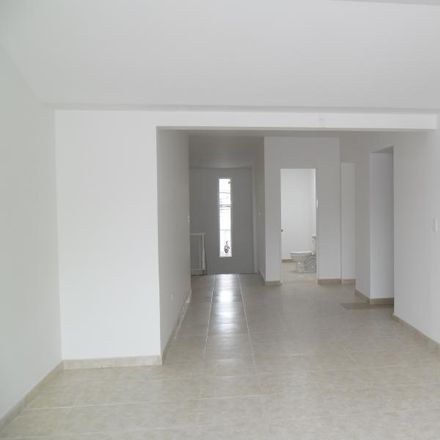 Rent this 6 bed apartment on Calle 106 54-86 in Pasadena, 111111500 Localidad Suba