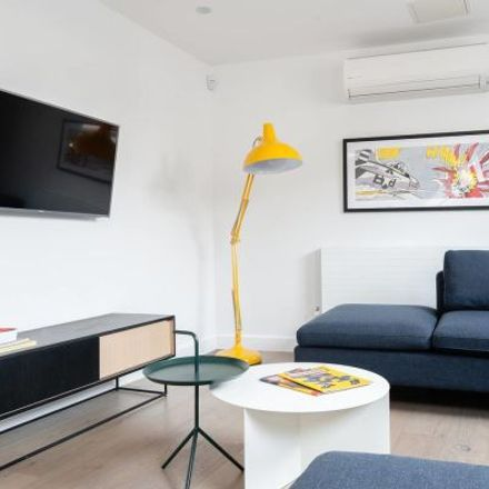 Rent this 4 bed apartment on Vantra Loungevity in 5 Wardour Street, London W1