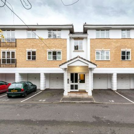 Rent this 3 bed apartment on Old Bracknell Lane East in Easthampstead RG12 7AB, United Kingdom