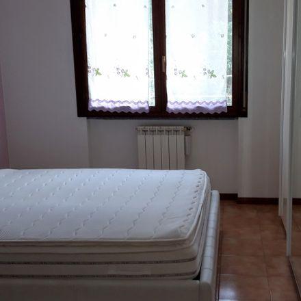 Armadio Ante Scorrevoli A Milano.Room In 2 Bed Apt At Coma Bike Via Milano 22029 Bizzarone Co