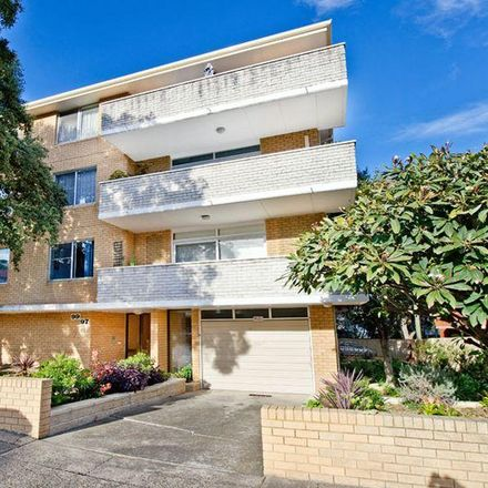 Rent this 3 bed apartment on 9/97 Hastings Parade