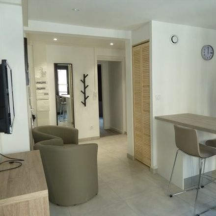 Rent this 3 bed room on Rue du Coin