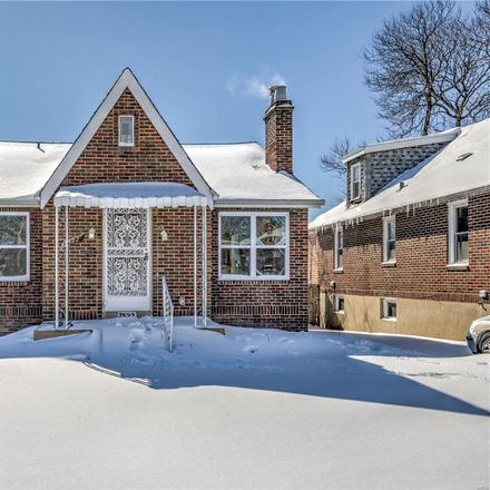 Rent this 3 bed house on 7522 Melrose Avenue in University City, MO 63130