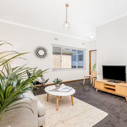 Rent this 1 bed apartment on 17/25 King Edward Street