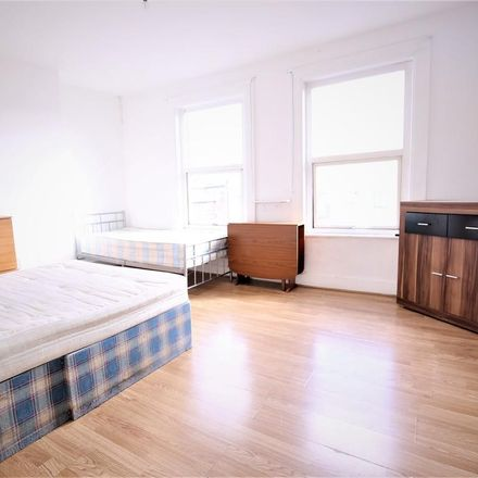 Rent this 3 bed apartment on Cash Converters in West Green Road, London N15 3PT
