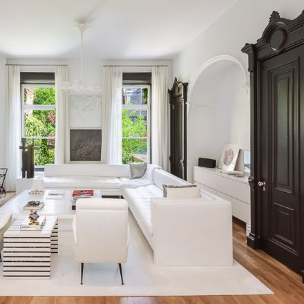 Rent this 5 bed house on 209 East 61st Street in New York, NY 10065
