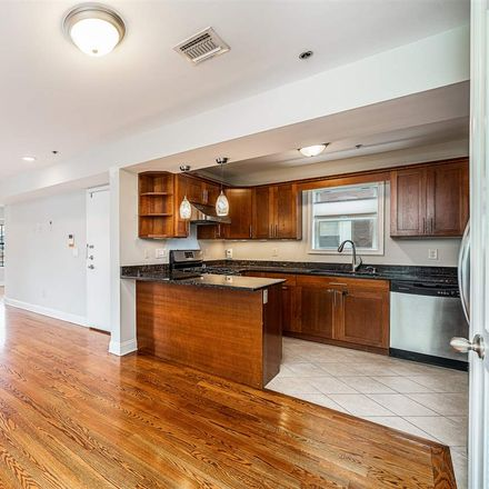 Rent this 3 bed condo on 304 Palisade Avenue in Union City, NJ 07087