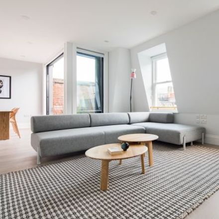 Rent this 3 bed apartment on New World in 1 Gerrard Place, London