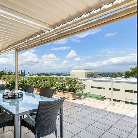 Rent this 3 bed apartment on 95/41 Rocklands Road