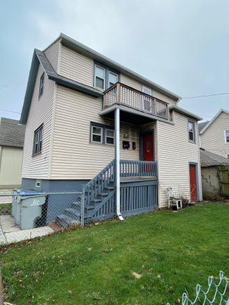 Rent this 2 bed duplex on 815 East Wright Street in Milwaukee, WI 53212