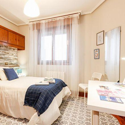 Rent this 4 bed room on Iturribide kalea in 103, 48006 Bilbao