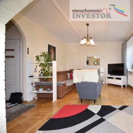 Rent this 7 bed house on Szkoła Podstawowa nr 85 im. Zrzeszenia Kaszubsko-Pomorskiego in Stolema, 80-177 Gdansk