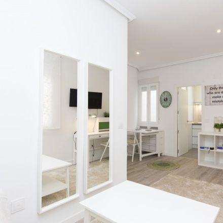 Rent this 1 bed apartment on Lizarrán in Calle de Alcalá, 28001 Madrid