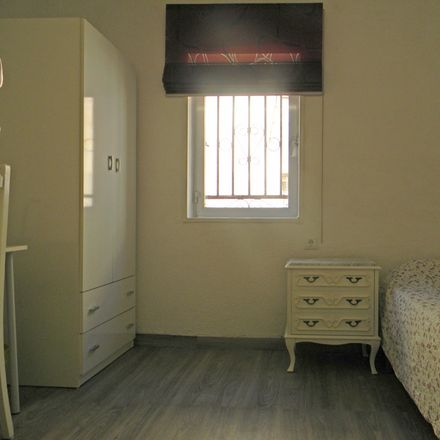 Rent this 3 bed room on Calle Río Guadalfeo in 18006 Granada, Spain