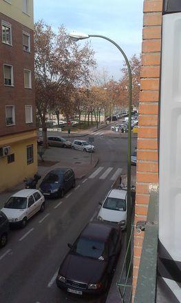 Rent this 3 bed room on Calle Hermenegildo Bielsa in 1, 28026 Madrid