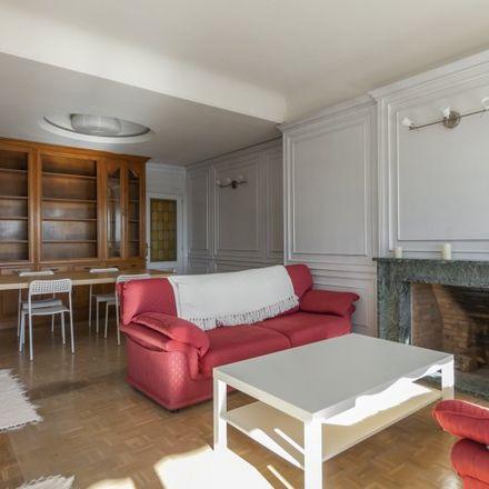 Rent this 5 bed apartment on The Good Burger in Calle de San Bernardo, 105