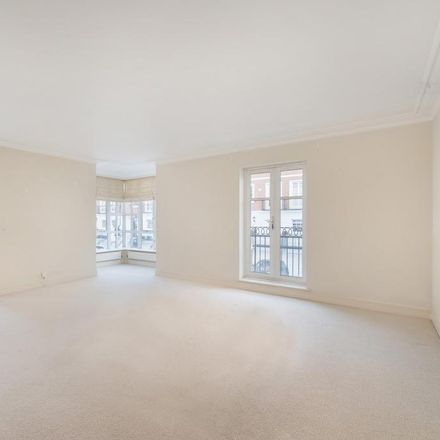 Rent this 2 bed apartment on Redwoods Mansions in Abbots Gardens, London W8 5UW