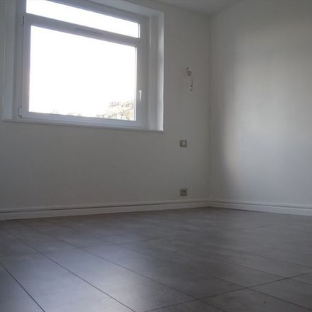 Rent this 4 bed room on 2 Parc de la Bresle in 76130 Mont-Saint-Aignan, France