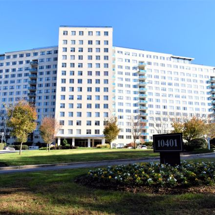 Rent this 2 bed condo on 10401 Grosvenor Pl in Rockville, MD